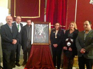 La Alcaldesa y la Pregonera junto al autor del Cartel, el Presidente del Consejo y el Párroco