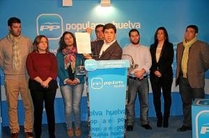 El portavoz del PP en Ayamonte y su grupo de concejales.