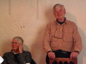 Los profesores autores del libro sobre Linares de la Sierra.