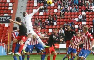 Partido entre el Sporting de Gijón y el Recreativo de Huelva.