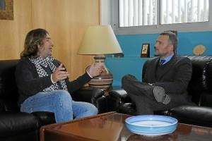 Pepe Gómez y el delegado del Gobierno en Huelva.