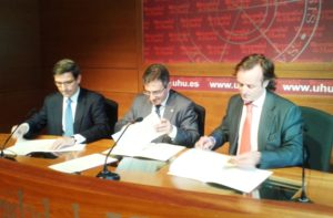 Convenio entre Universidad de Huelva, Heineken e Hipercor.