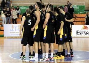 Jugadores del Por Huelva celebrando la victoria.