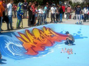 Mientras los grafiteros decoraban las pistas