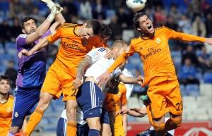 Morcillo intenta rematar un balón ante el Real Madrid Castilla. (Espínola)
