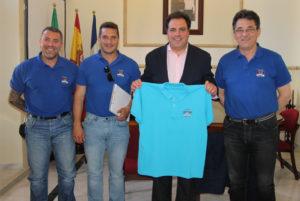 El alcalde de San Juan del Puerto, Juan Carlos Duarte, con los Juegos de Policías y Bomberos.