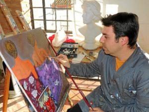 El responsable del taller de pintura de la localidad y coordinador artístico de este certamen internacional.