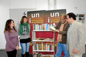 El profesor Pablo Tornero ha donado 250 libros sobre la historia de Cuba a la bibliooeca de la UNIA34c8_z