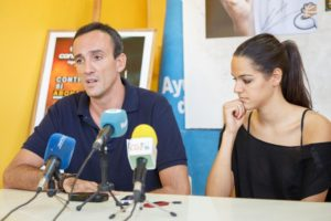 Gabriel Carrasco y Amaya Gastaminza, entrenador y jugadora del CB Conquero.