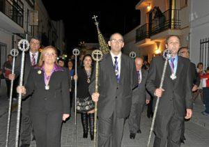 La Alcaldesa de Isla Cristina en la presidencia junto al Hermano Mayor de la Hermandad y el Presidente del Consejo