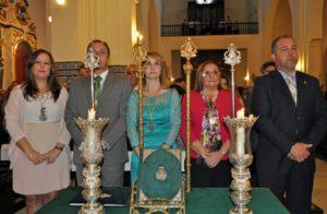 La Alcaldesa junto al Presidente del Consejo de Hermandades, el Presidente de la Hermandad del Rocio y la Hermana Mayor, durante la Misa (Copiar)