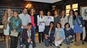 La alcaldesa, en el centro y la concejala de Desarrollo Loca, primera por la izquierda, con algunas de las empresarias participantes (Copiar)