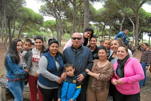 Zamudio con algunos de los asistentes a la convivencia andalucista