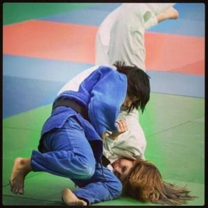 Cinta García, judoka onubense, realizando un seoi nague.