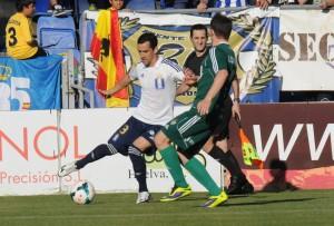 Linares forzó el penalti en la primera parte. (Espínola)