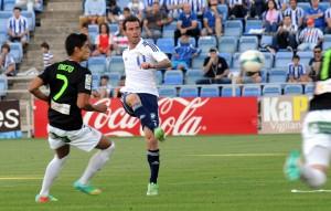 Fernando Vega despejando un balón. (Espínola)