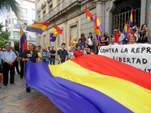 Daniel Hernando en una concentración republicana.