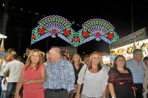 De izquierda a derecha, la delegada de Festejos, Isabel Lopez, el Primer Teniente de Alcalde, la Alcaldesa, la teniente de Alcalde, Carmen Cardena y el edil Jose Manuel Raya y