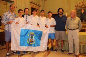 Equipo infantil del Recreativo de Tenis en el Ayuntamiento de Huelva.