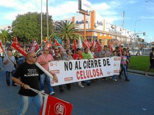 Imagen de archivo de la protesta en Huelva contra el cierre de la planta de Huelva.