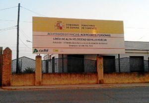 Anuncio AVE Huelva en la  Avenida Italia