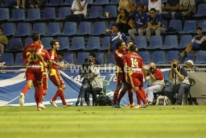 Jugadores del Recreativo celebrando el gol de Joselu. (www.lfp.es)