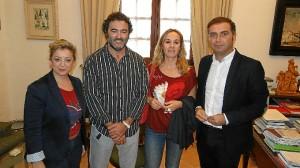 Concejala, autor, su esposa y el alcalde