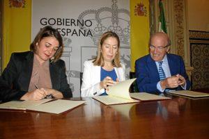 Convenio ministra Fomento y consejera viviendas Marismas Odiel (1)