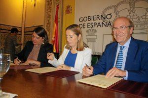 Convenio ministra Fomento y consejera viviendas Marismas Odiel (2)