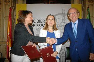 Convenio ministra Fomento y consejera viviendas Marismas Odiel (4)