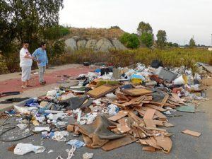 Escombros en Aljaraque01