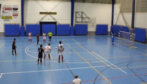 Partido de fútbol sala entre el Parque Moret Onuba y el Almonte.