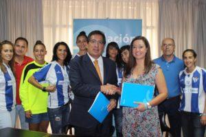 Convenio entre la Fundación Cajasol y el Sporting Huelva femenino.