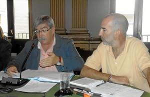 Juan Manuel Arazola y Gonzalo Revilla en pleno ayto Huelva