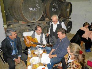 las tabernas flamencas abren sus puertas al vino y al cante