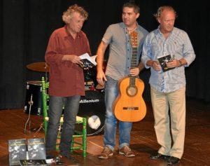 poetas y juan socorro a la guitarra.