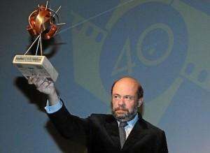 Pablo Comas, Presidente del Recretivo, recibiendo el premio del Festival de Cine.