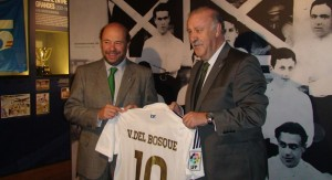 Vicente del Bosque con Pablo Comas.
