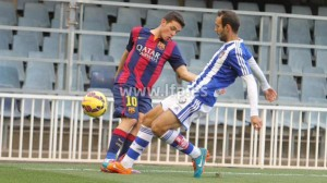 Víctor Díaz presionando a Joan Román. del Barcelona B.
