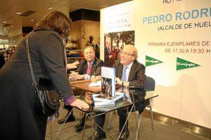 Firma libros HipercorIMG_6304