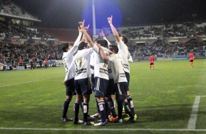 Futbolistas del Recreativo de Huelva realizando una dedicatoria muy especial. (Espínola)