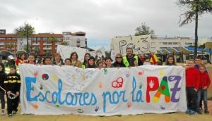 La concejala, M del Carmen Beltran junto a a profesores y alumnos en la cabecera de la Marcha