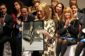 Medalla para Eloisa Bayo.