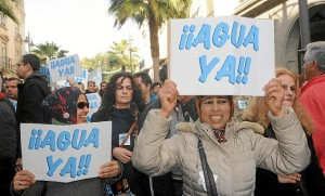 Imagen de archivo de una protesta demandando agua para El Condado.