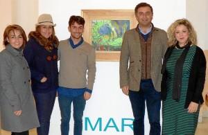 El pintor con miembros del equipo de gobierno