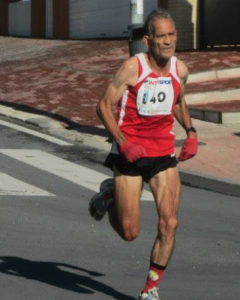 Julio Fernández, campeón de Andalucía de 10.000 metros veteranos.