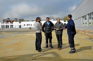 Alcalde visita las obras del Polideportivo de Almonte 1