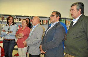 El concejal de Cultura junto al resto de ediles explica el nuevo servicio