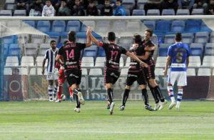 Jugadores del Tenerife celebrando el tempranero gol de Ifrán. (Espínola)