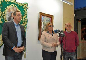 La Alcaldesa, en el centro inaugurando la Muestra junto al Concejal de Cultura y el Presidente del Consejo de Hermandades